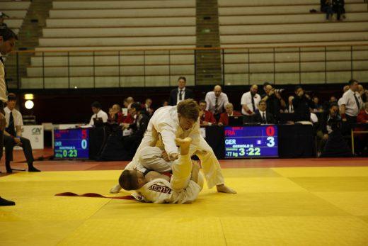 Nick Gerhold (oben) gegen Jose Bon